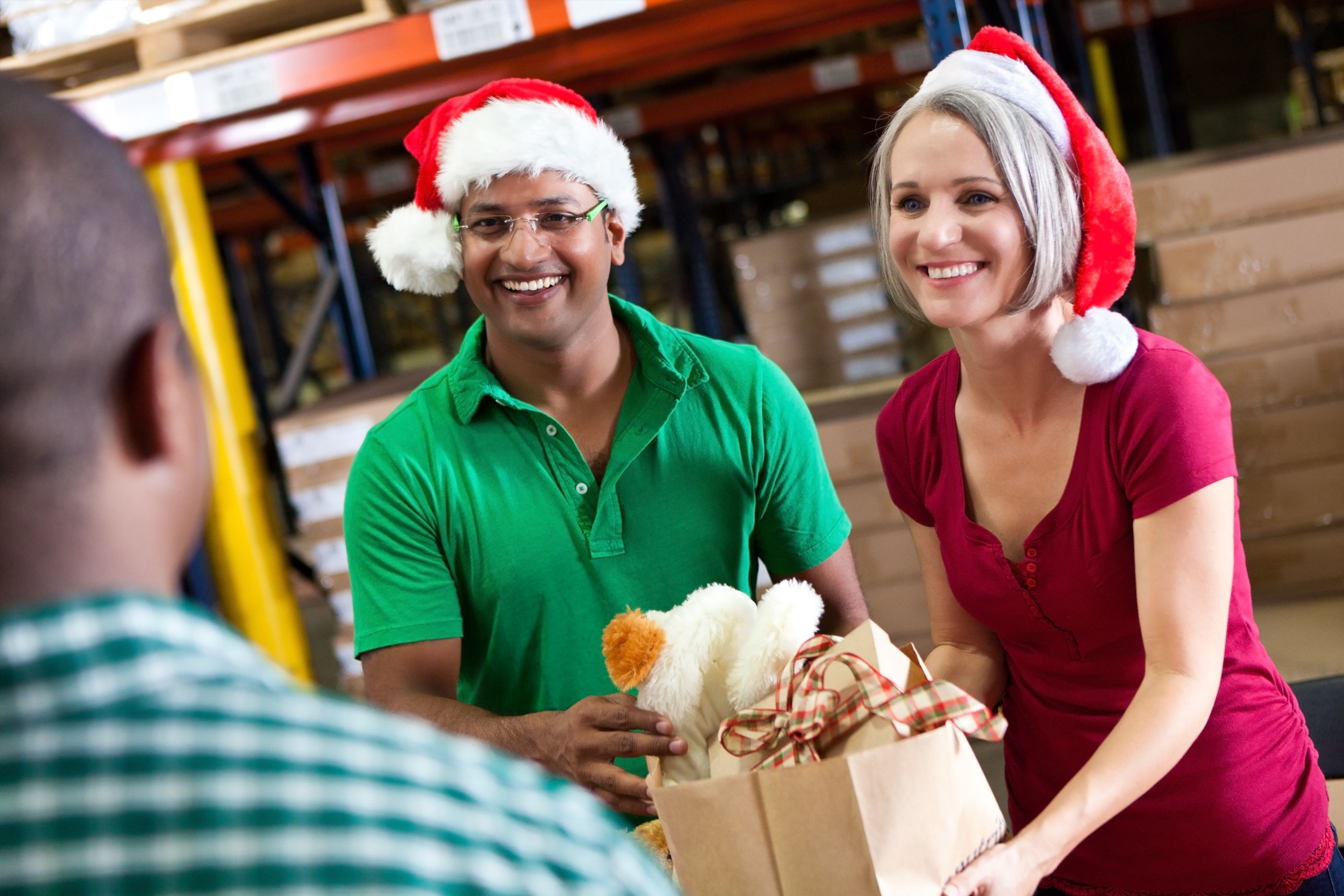holiday volunteering ways to give back during holiday season